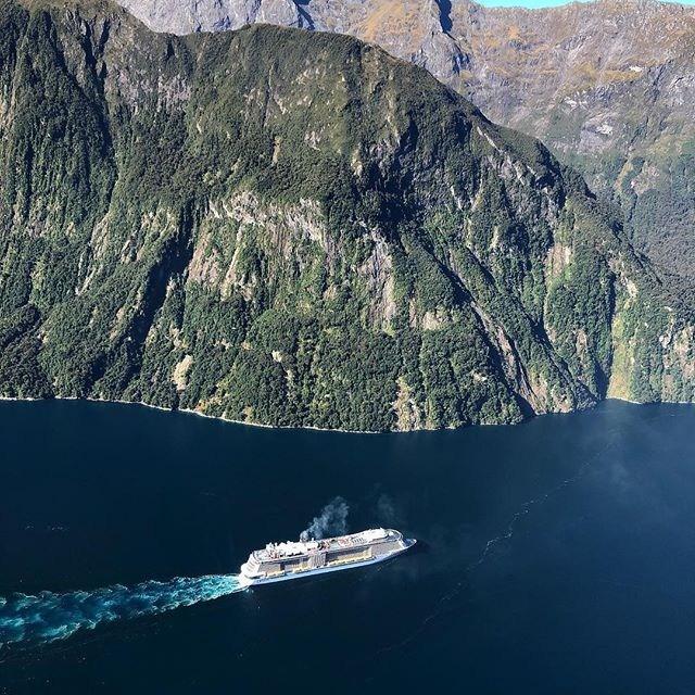 Even cruise boats look tiny when compared to the towering peaks of Milford Sound ⛴⛰. . 📸 @karllecouteur . . . . #milfordsoundscenicflights #newzealandguide #destinationnz #ig_newzealand #travelnz #nzmustdo #nz #newzealand #southisland #newzealandfinds #newzealandvacations #purenz #purenewzealand #kiwipics #kiwi_photos #realmiddlearth #lifeofnewzealand #wonderlustnewzealand #wanderlustofnz #bestnewzealand #goNZ #earthpixnz #queenstownholidays #gottalovenz #newzealandnatural #milfordsound #fiordland #cruiseship