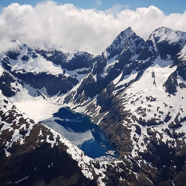 New Zealand's alpine lakes are something else😍. Photo credit 📷: @pilot_nz  #milfordsoundscenicflights #lakeerskine  #milfordsound #destinationNZ #adventure #travelnz #nzmustdo #newzealandgram #nz #southisland #beautifulplaces #discovernewzealand #newzealandvacations #purenz #downsouthnz #naturelovers
