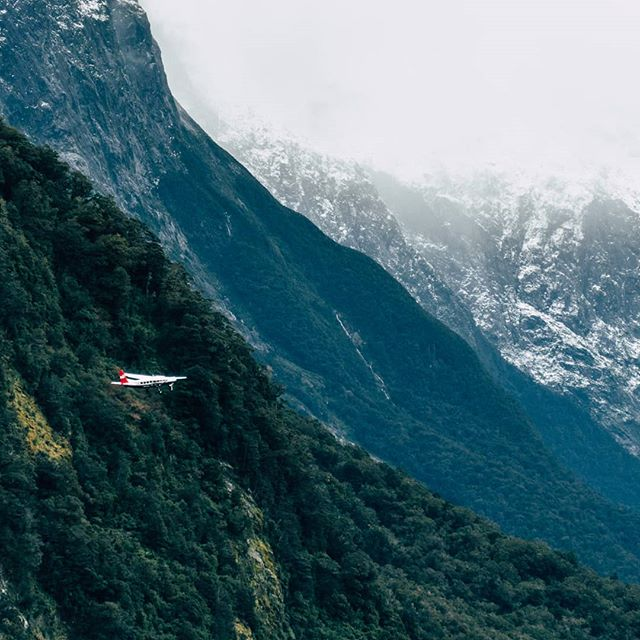 The diverse landscape of Milford Sound, takes you on a journey through Lord of The Rings like territory and as winter draws near the snow slowly starts to settle, changing this diverse landscape into a whole new world! 📷@hamishbourke