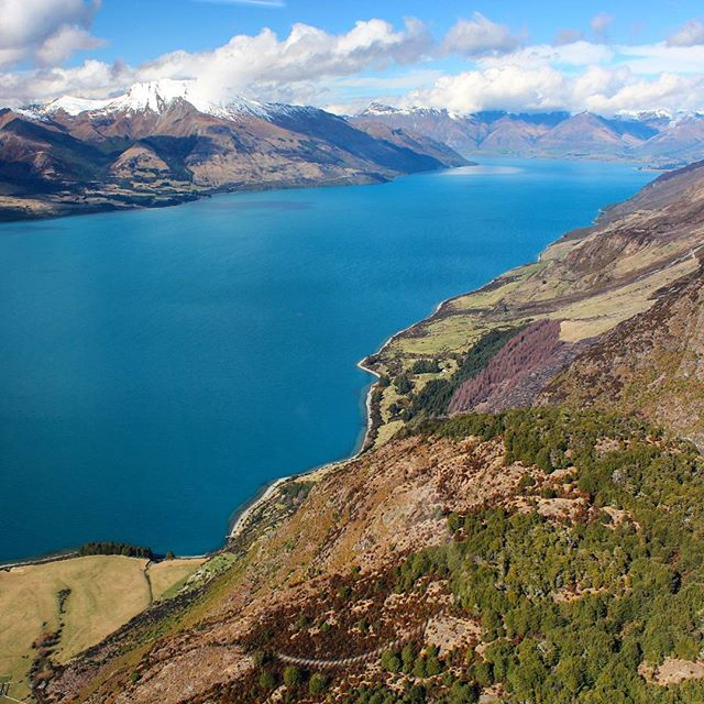 Flying over the striking Lake Wakatipu before landing at Queenstown Airport, rated one of the world's most scenic landings.